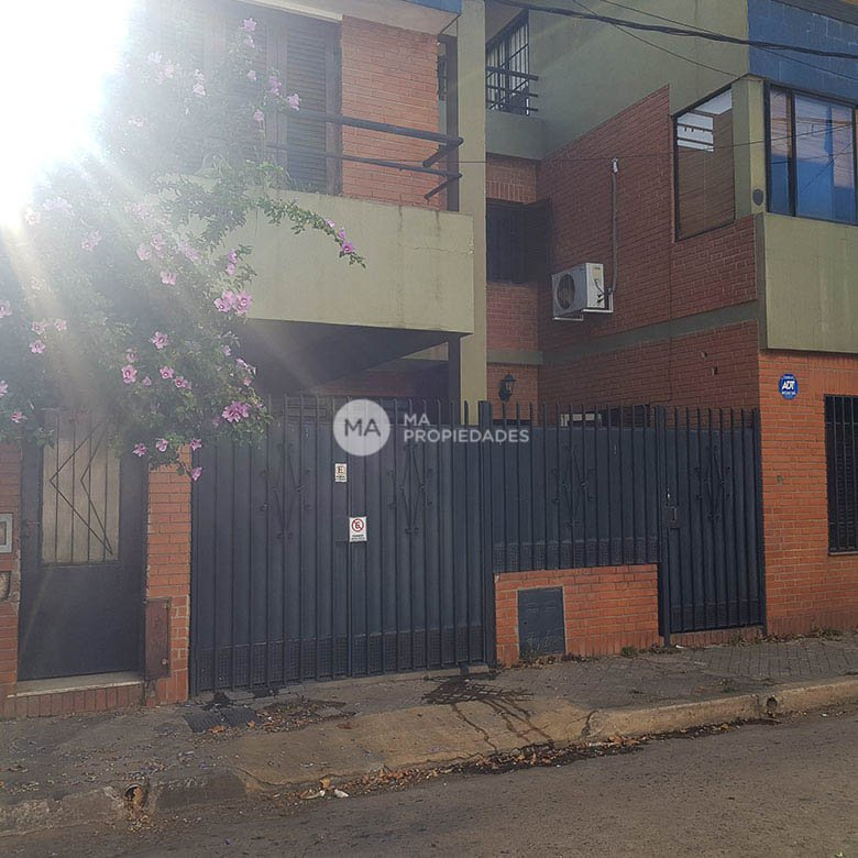 Casa de 3 dormitorios barrio Azcuenaga